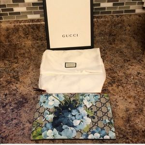 💥💥24 HOUR SALE! NWOT Gucci Blooms Pouch💥💥